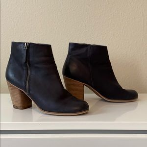 2 for $40 🦋 BP Black Ankle Bootie Size Womens 8.5